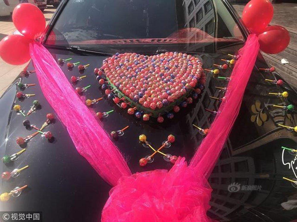 Chỉ với 520 cây kẹo mút đã có được con gái nhà người ta, anh chàng lập kỷ lục với màn cưới vợ không thể lãi hơn-4