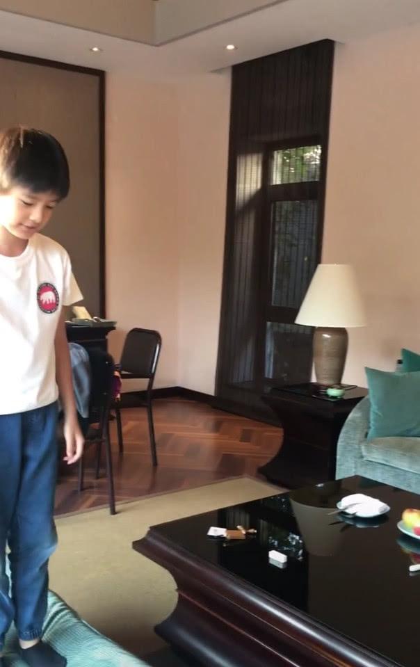 Con trai Hoàng hậu Đổng Khiết ngày càng điển trai, đáng yêu-3