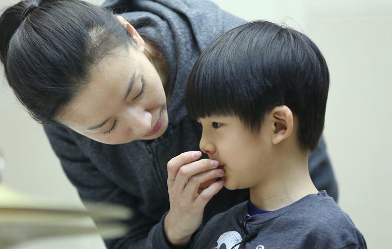 Con trai Hoàng hậu Đổng Khiết ngày càng điển trai, đáng yêu-6