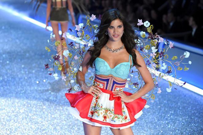 Vé xem Victorias Secret Show được bán đấu giá 25.000 USD-1