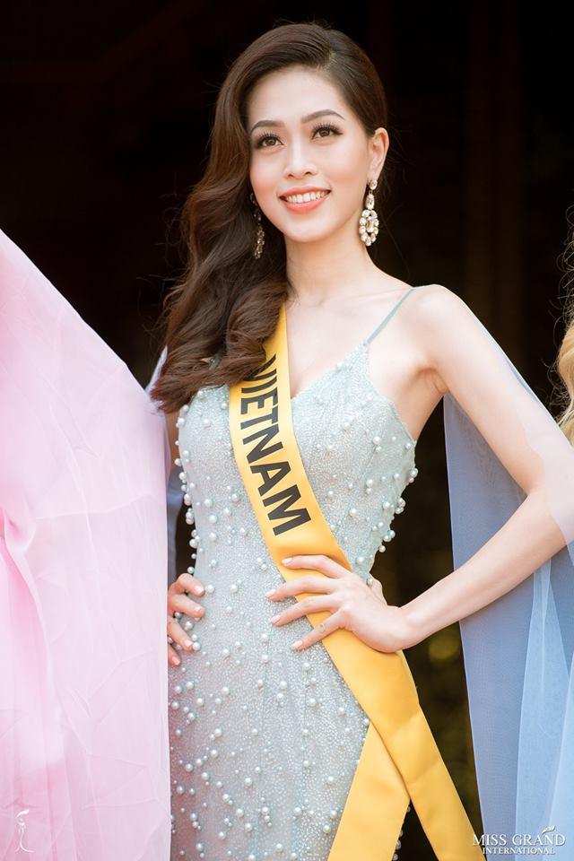 Không chỉ giới thiệu đầy khí chất, Bùi Phương Nga còn tung váy xuất thần tại Miss Grand International 2018-2