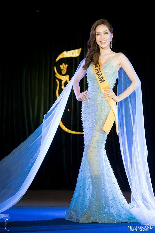 Không chỉ giới thiệu đầy khí chất, Bùi Phương Nga còn tung váy xuất thần tại Miss Grand International 2018-5
