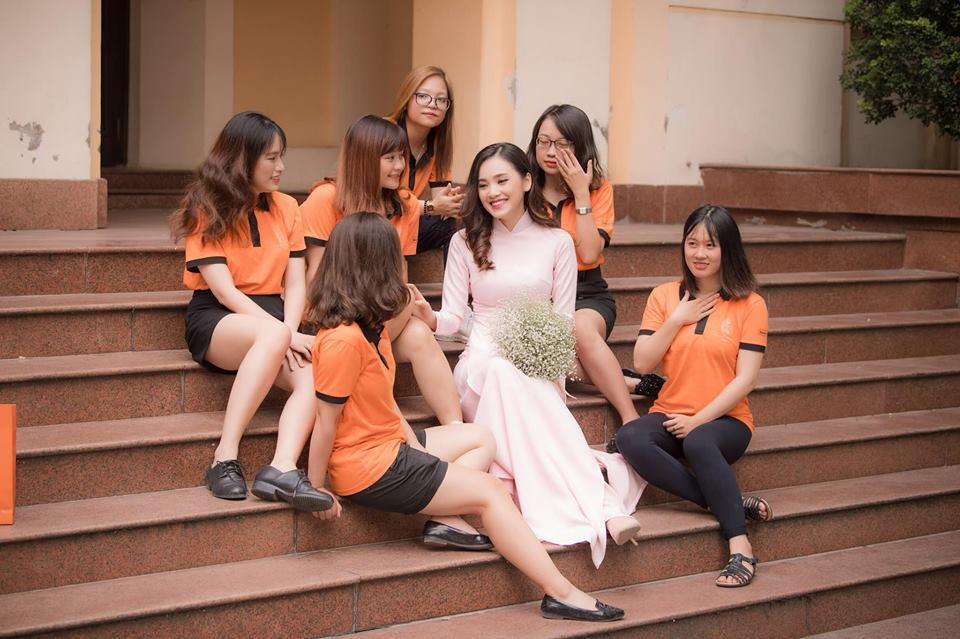 Top 10 Hoa hậu Việt Nam Trần Tố Như rạng rỡ bên ông xã hot boy ngày ra trường-4