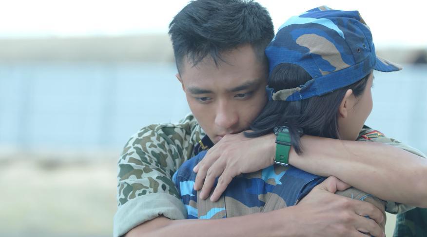 Hậu duệ mặt trời Việt Nam: Ngất ngây với nụ hôn nếm rượu ngọt ngào của Song Luân và Khả Ngân-5