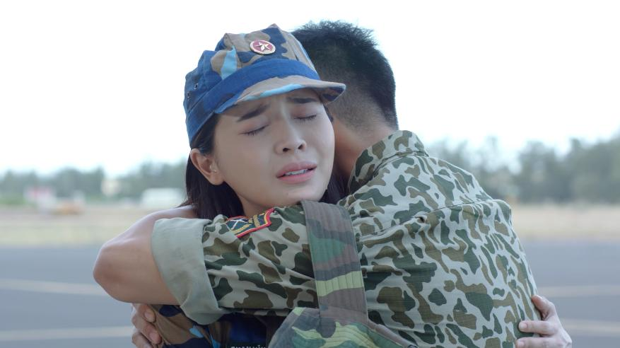 Hậu duệ mặt trời Việt Nam: Ngất ngây với nụ hôn nếm rượu ngọt ngào của Song Luân và Khả Ngân-6