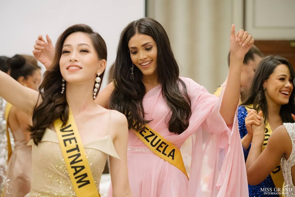 Giỏi nhảy nhưng lại bị bắt hát, Bùi Phương Nga vẫn tự tin cầm mic bất chấp nốt cao chênh vênh tại Miss Grand 2018-6