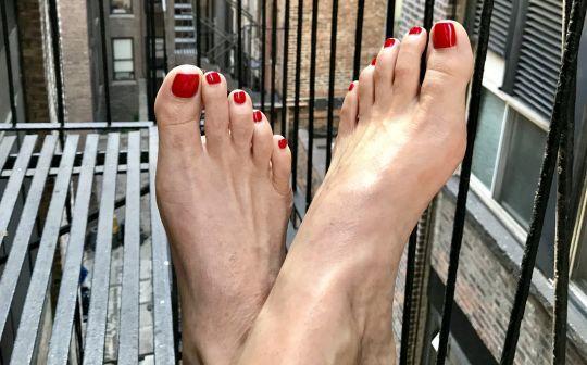 Người phụ nữ kiếm hàng chục nghìn đô mỗi năm nhờ đăng ảnh chụp đôi chân trên mạng-2