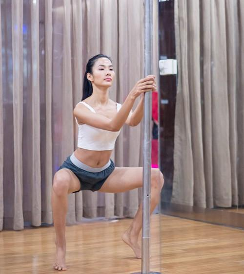 Clip funny: Stylist Hoàng Ku ngã sấp mặt trong buổi tập múa cột-3