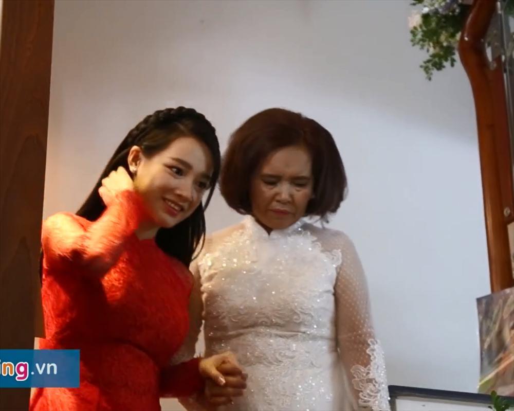 Nhã Phương lộ vòng 2 khệ nệ bên ông xã Trường Giang chỉ 2 tuần sau đám cưới-6