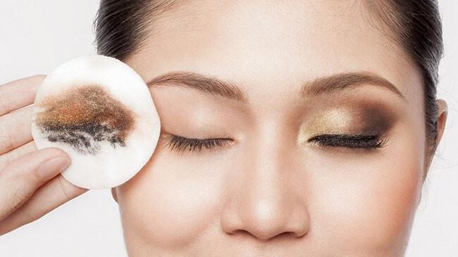 3 cách cứu giúp đôi mắt nhăn nheo đầy nếp chân chim như Nhã Phương - ảnh 6