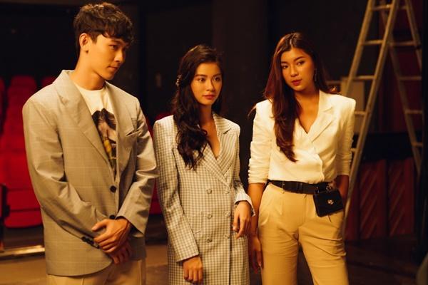 Sau khi đính hôn với bạn trai, Trương Kiều Diễm trở lại với MV đậm mùi bách hợp?-3