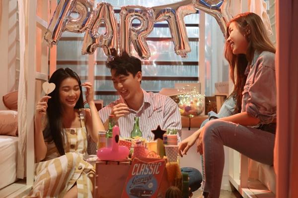 Sau khi đính hôn với bạn trai, Trương Kiều Diễm trở lại với MV đậm mùi bách hợp?-5