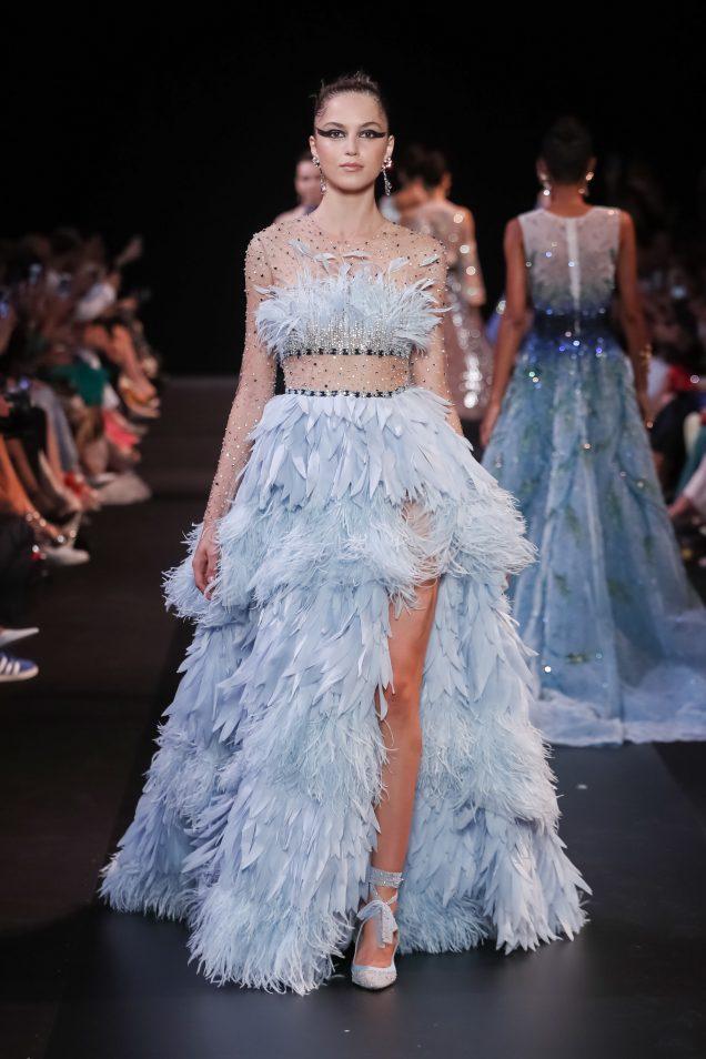 Hóa ra đây là cách Georges Hobeika làm ra chiếc đầm lông vũ xanh đẹp nhất trong BST Thu Đông 2018-2019 - ảnh 1