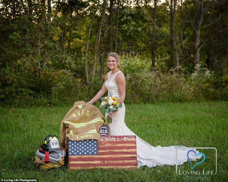 Xúc động cô dâu chụp ảnh cưới một mình bên mộ chú rể-2