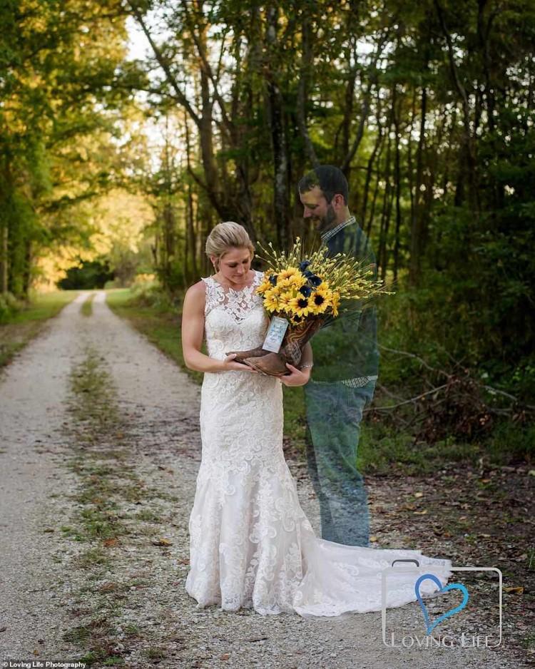 Xúc động cô dâu chụp ảnh cưới một mình bên mộ chú rể-4
