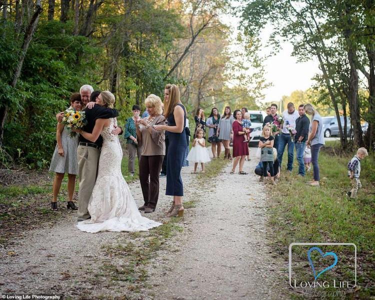 Xúc động cô dâu chụp ảnh cưới một mình bên mộ chú rể-5