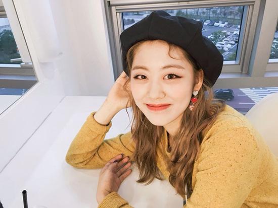 Mũ beret cổ điển phủ sóng tủ đồ sao Hàn mùa thu 2018 - ảnh 9