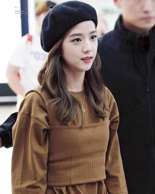 Mũ beret cổ điển phủ sóng tủ đồ sao Hàn mùa thu 2018 - ảnh 12