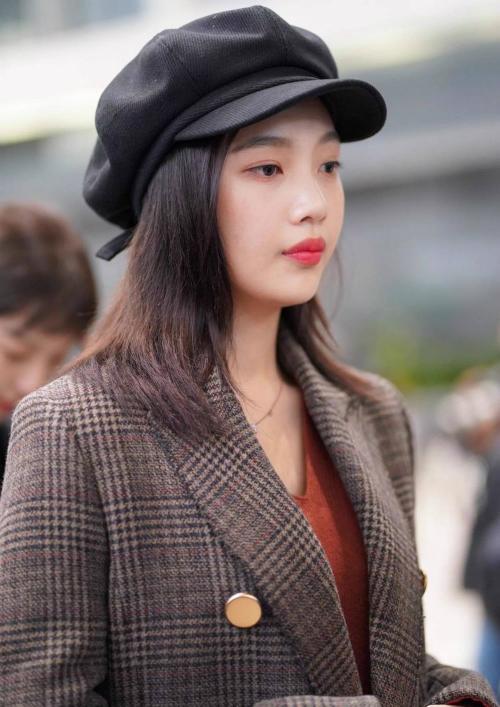 Mũ beret cổ điển phủ sóng tủ đồ sao Hàn mùa thu 2018 - ảnh 13
