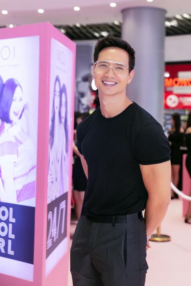 Ai thích đồn giải tán cứ đồn, Kim Lý vẫn tháp tùng Hà Hồ đi event với nụ cười viên mãn-5