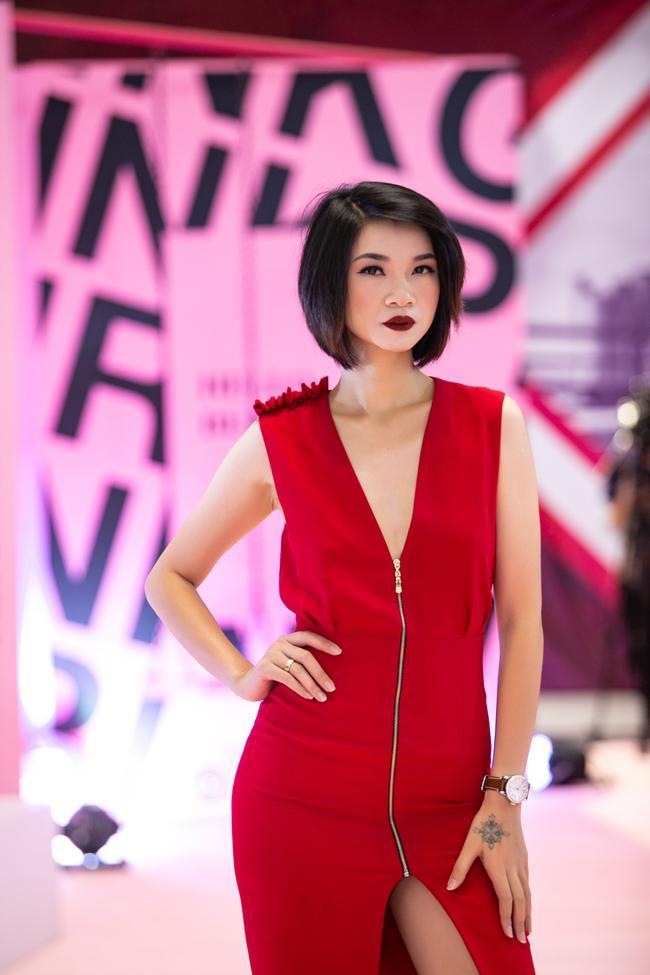 Ai thích đồn giải tán cứ đồn, Kim Lý vẫn tháp tùng Hà Hồ đi event với nụ cười viên mãn-14