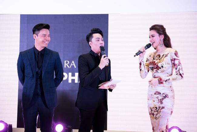 Ai thích đồn giải tán cứ đồn, Kim Lý vẫn tháp tùng Hà Hồ đi event với nụ cười viên mãn-4