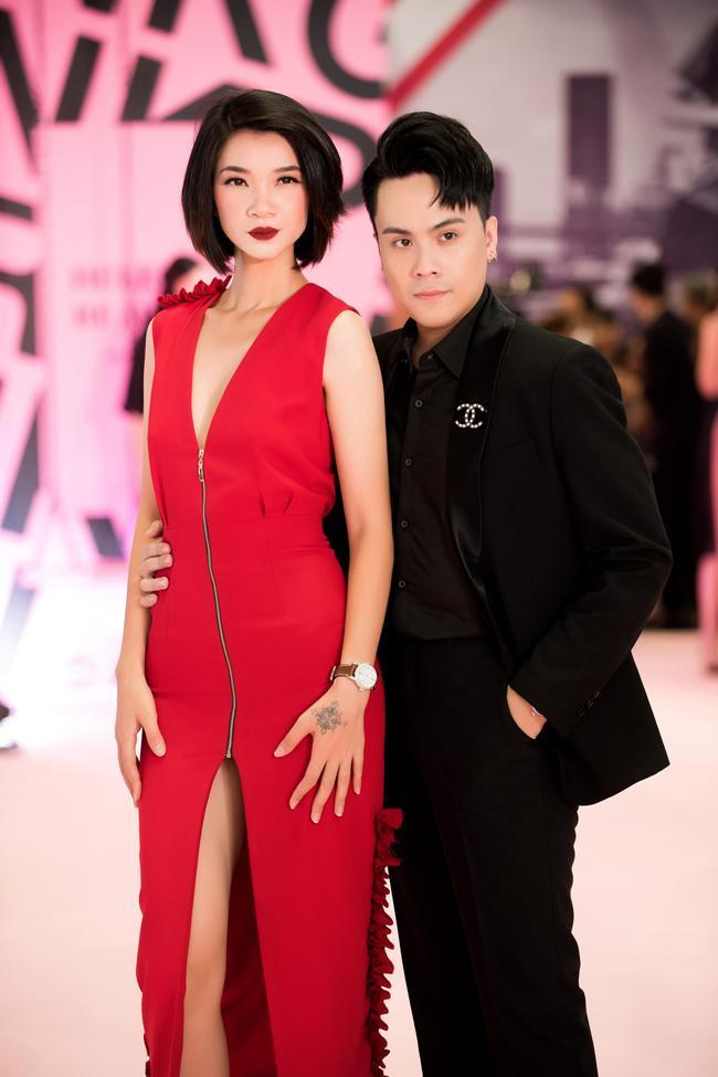 Ai thích đồn giải tán cứ đồn, Kim Lý vẫn tháp tùng Hà Hồ đi event với nụ cười viên mãn-13