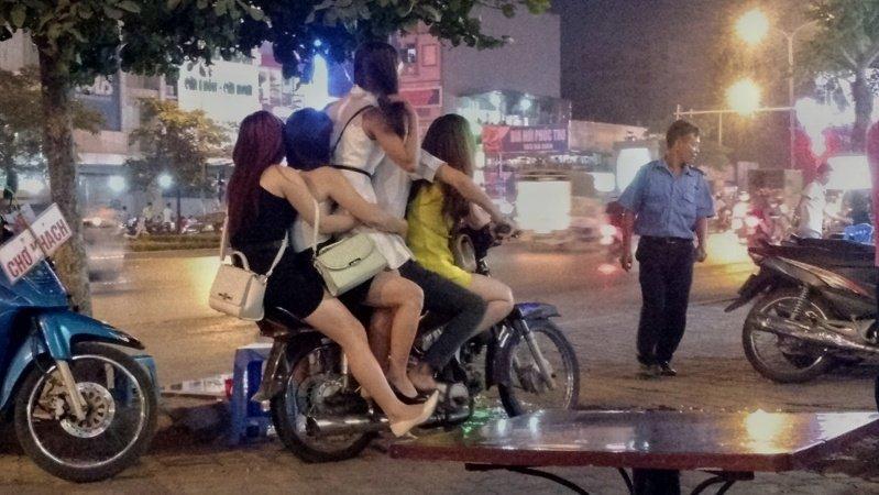 Sự thật ê chề trong những quán tẩm quất trá hình ở Hà Nội-1