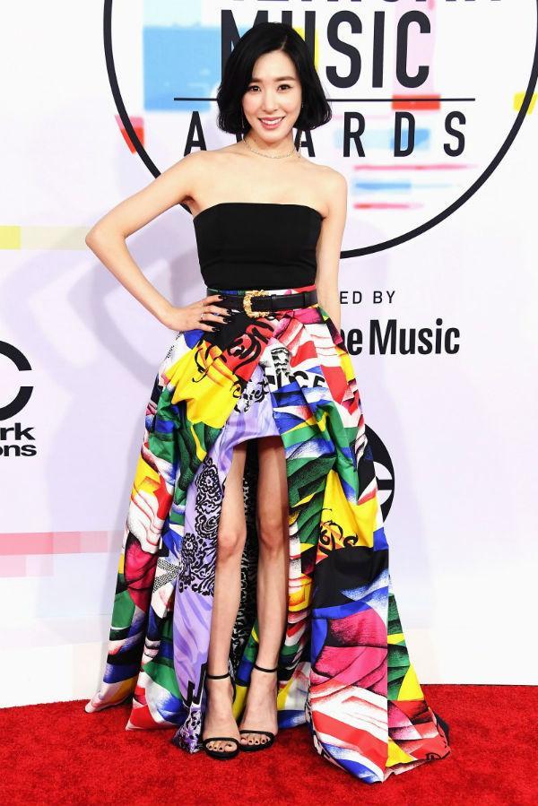 Thảm đỏ American Music Awards: Taylor Swift khoe body không chút mỡ thừa - Tiffany sến sẩm bất ngờ-4