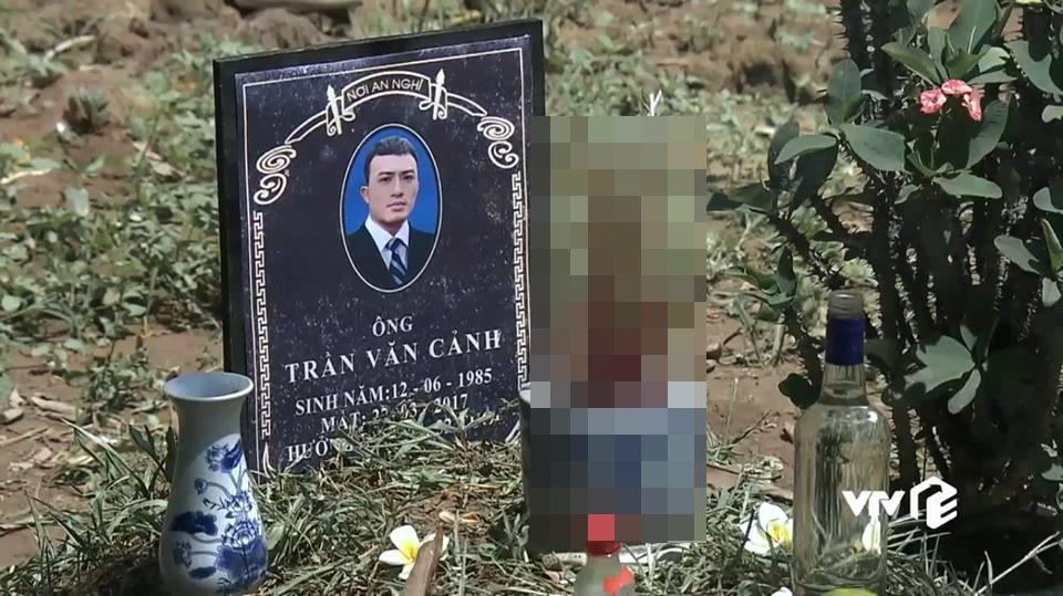 Quỳnh Búp Bê mắc lỗi sai ngớ ngẩn: Cảnh chết trước khi con trai Quỳnh ra đời gần 1 năm?-3