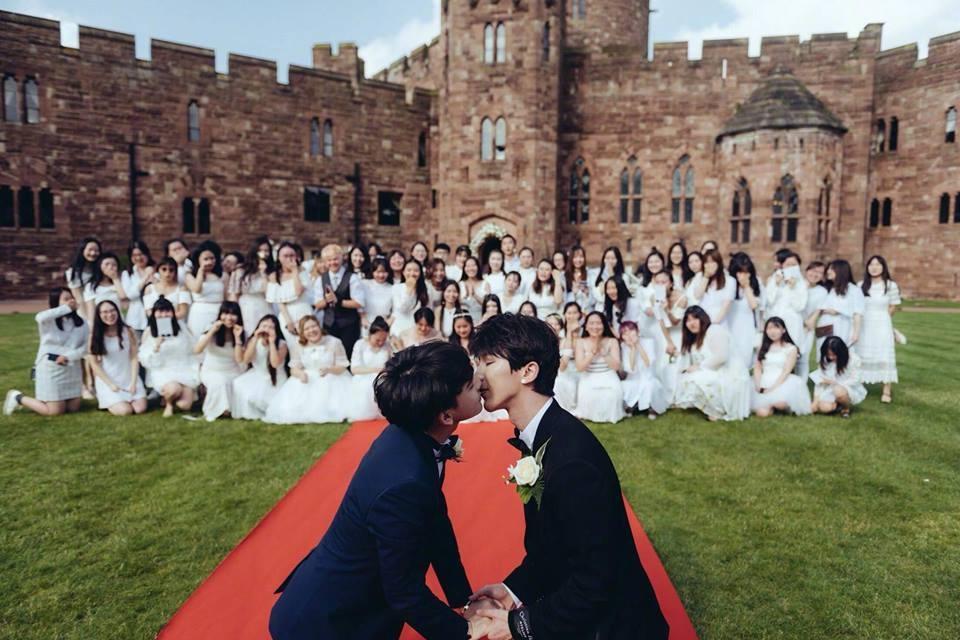 Chuyện tình các cặp đồng tính nam khiến phái kẹp nơ phải cất lời oán than trai đẹp đã hiếm lại còn yêu nhau-2