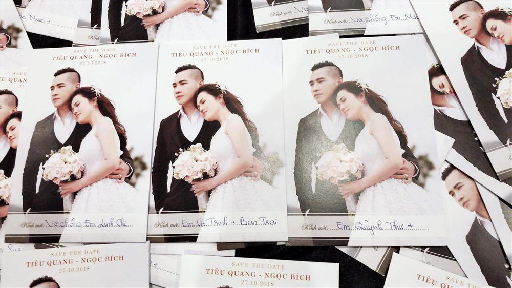 Sau cuộc ly hôn đình đám, chị gái Ngọc Trinh kết hôn lần 2 với nam ca sĩ Tiêu Quang vào 27/10-1