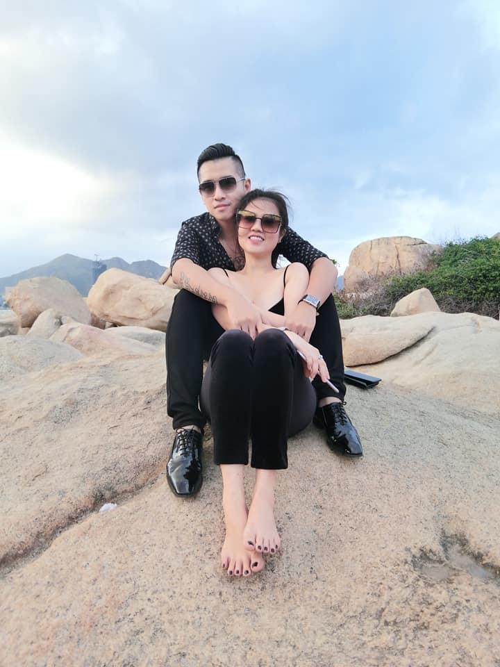 Sau cuộc ly hôn đình đám, chị gái Ngọc Trinh kết hôn lần 2 với nam ca sĩ Tiêu Quang vào 27/10-11