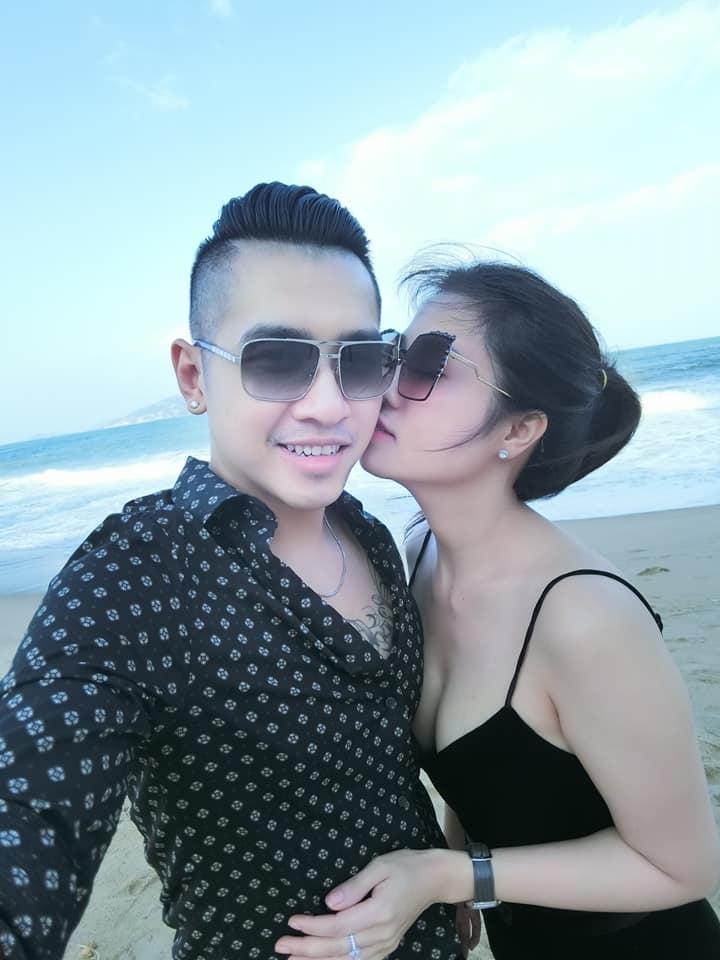 Sau cuộc ly hôn đình đám, chị gái Ngọc Trinh kết hôn lần 2 với nam ca sĩ Tiêu Quang vào 27/10-12