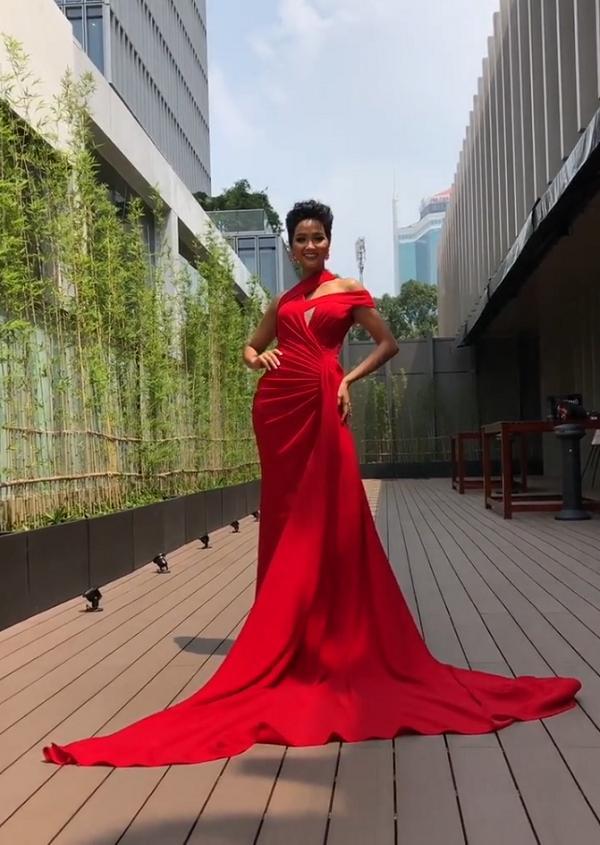 Catwalk chơi mà đã ấn tượng, fan yên tâm về kỹ năng trình diễn cứng cựa của HHen Niê tại Miss Universe 2018-4