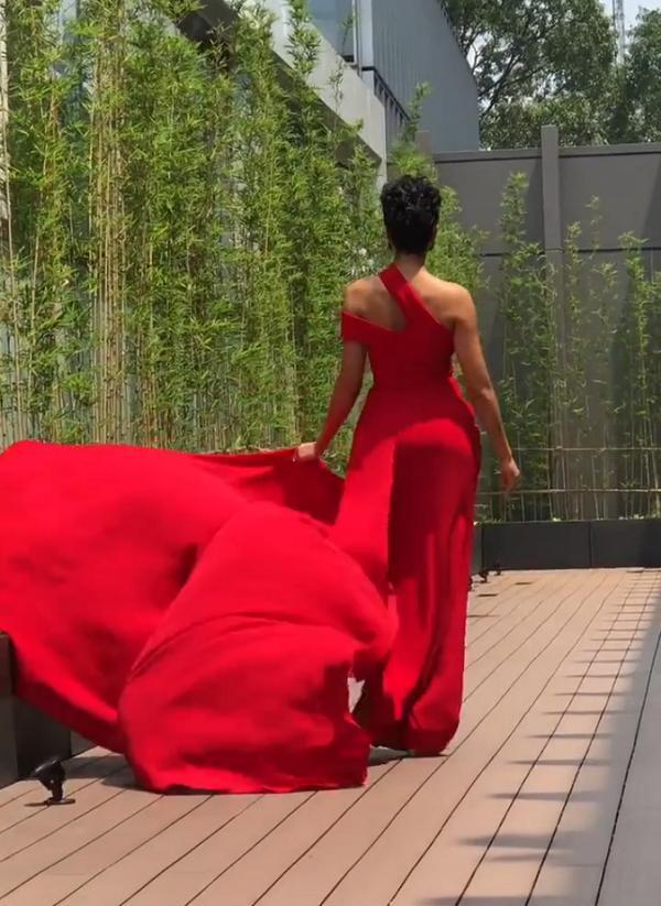 Catwalk chơi mà đã ấn tượng, fan yên tâm về kỹ năng trình diễn cứng cựa của HHen Niê tại Miss Universe 2018-6