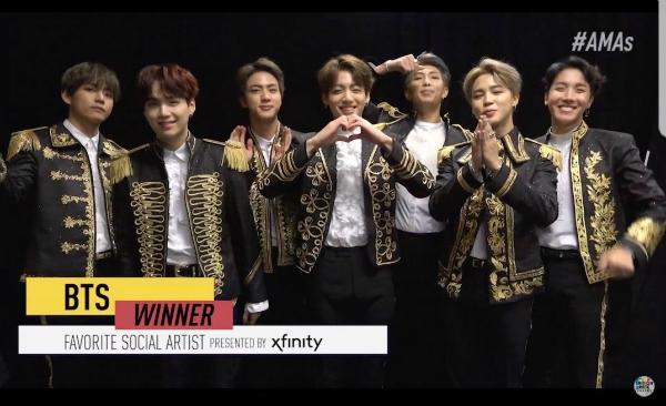 Thắng giải AMAs nhờ... fan vote, BTS bị mỉa mai chẳng là gì trên đất Mỹ-1