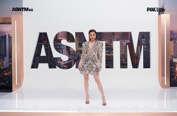 Không chỉ nói tiếng Anh lưu loát, Hồ Ngọc Hà còn thị phạm thuyết phục tại Asias Next Top Model-7