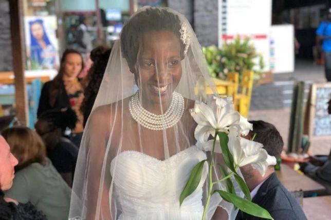 Bị bố mẹ liên tục hỏi khi nào kết hôn, cô gái trẻ làm điều cực sốc-1