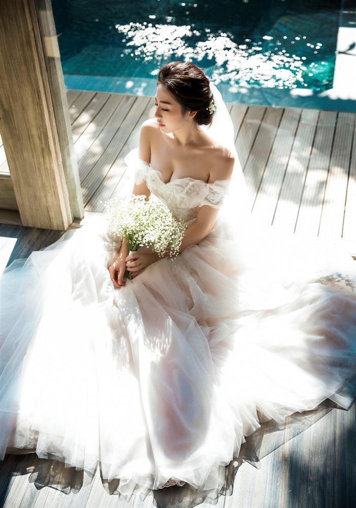 Ngoài Sĩ Thanh Oh my chuối, chưa cô dâu nào dám chơi trội biến bodysuit xuyên thấu thành váy cưới-8