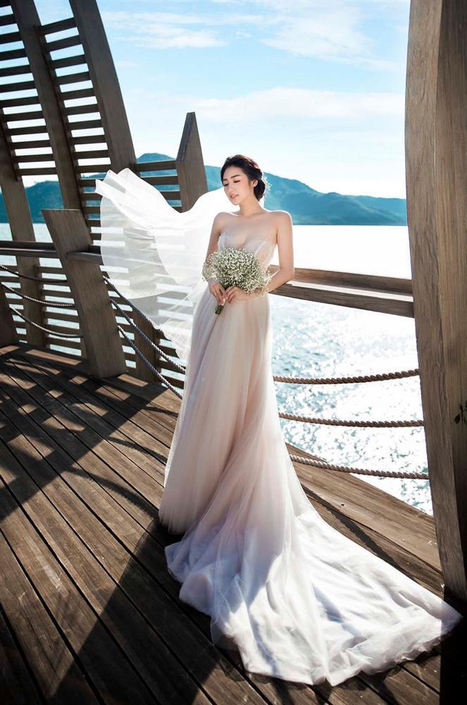 Ngoài Sĩ Thanh Oh my chuối, chưa cô dâu nào dám chơi trội biến bodysuit xuyên thấu thành váy cưới-9