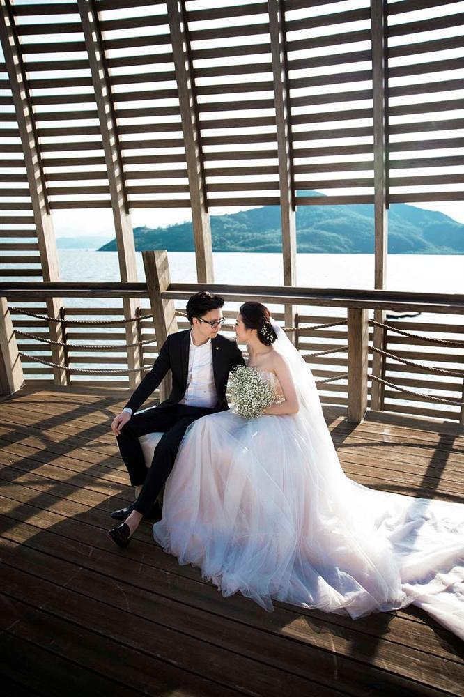 Ngoài Sĩ Thanh Oh my chuối, chưa cô dâu nào dám chơi trội biến bodysuit xuyên thấu thành váy cưới-10