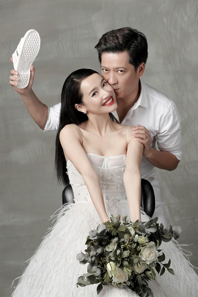 Ngoài Sĩ Thanh Oh my chuối, chưa cô dâu nào dám chơi trội biến bodysuit xuyên thấu thành váy cưới-5