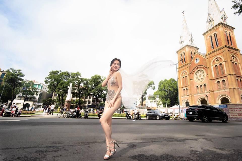Ngoài Sĩ Thanh Oh my chuối, chưa cô dâu nào dám chơi trội biến bodysuit xuyên thấu thành váy cưới-2