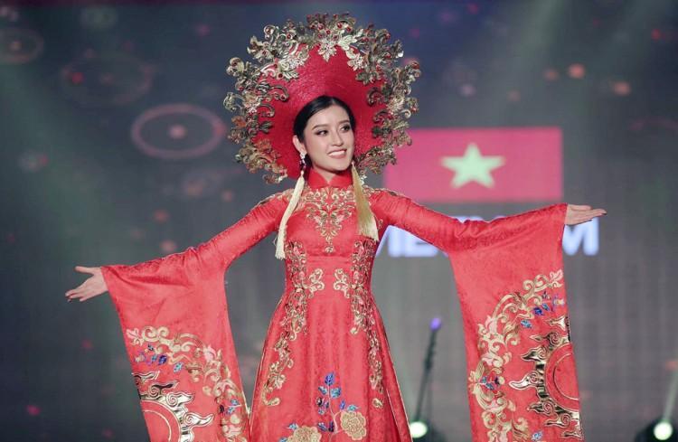 Bùi Phương Nga đẹp nghẹn lời trong bộ quốc phục Ngũ Phụng Tề Phi tại Miss Grand International 2018-9