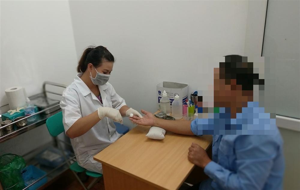 Gia đình giàu có ở Sài Gòn sốc nặng trước kết quả ADN của 2 bé gái-1