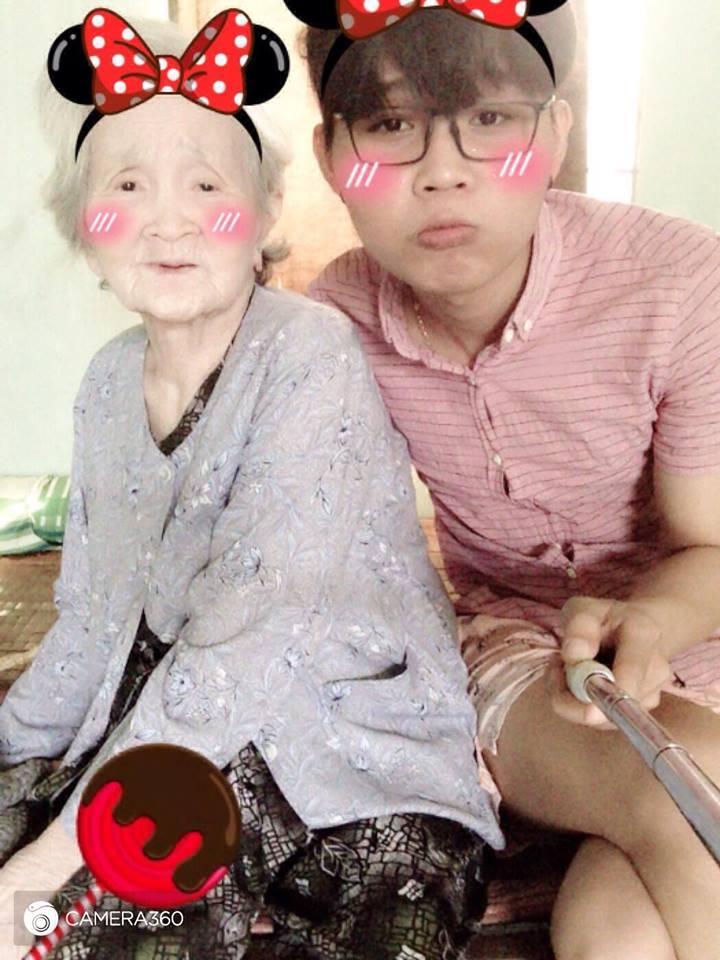 Bà ngoại xì tin mất chưa được nửa năm, cháu trai quốc dân cũng gây shock khi đột ngột qua đời-1