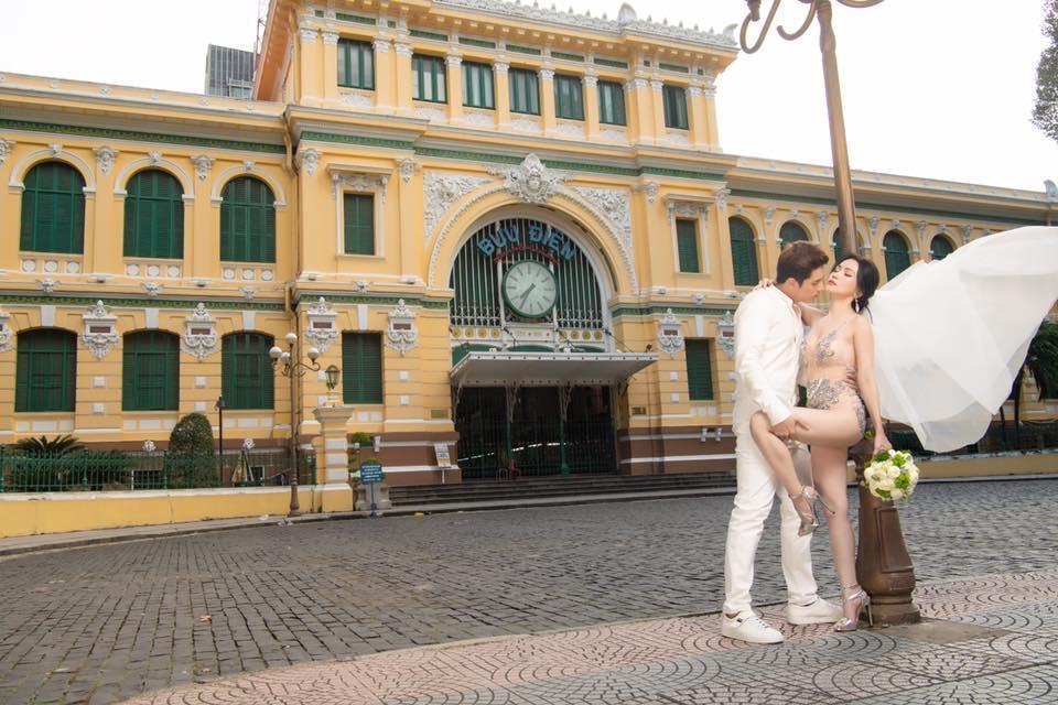 Mặc bodysuit xuyên thấu chụp ảnh cưới lại còn ngả ngớn nơi trang nghiêm, Sĩ Thanh bị chê rẻ tiền-5