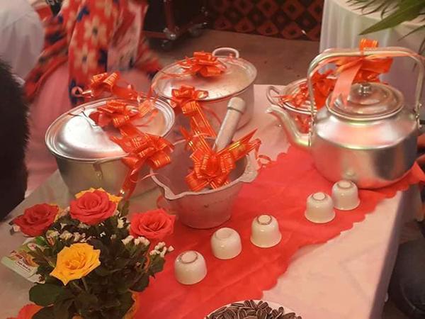 Combo quà cưới gồm nồi niêu, xoong chảo, chày cối của cô dâu, chú rể Nam Định-2
