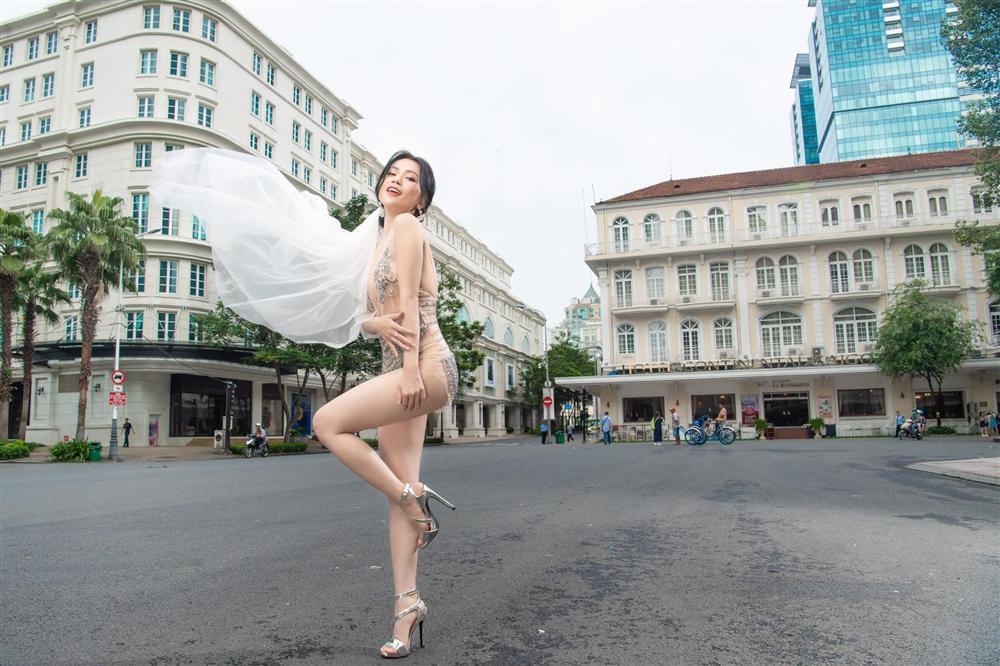 Nhiều sao Việt bộc lộ sự hoảng hốt khi xem loạt ảnh Sĩ Thanh mặc bikini ngả ngớn chốn tôn nghiêm-2